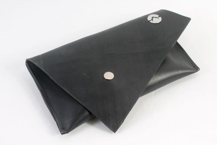 Clutch com design triangular
